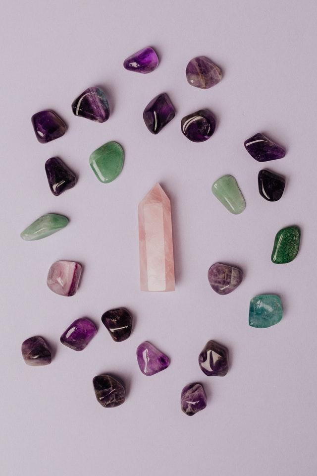 Qué tipo de piedras de energía elegir según tu signo del zodiaco aries tauro géminis cáncer
