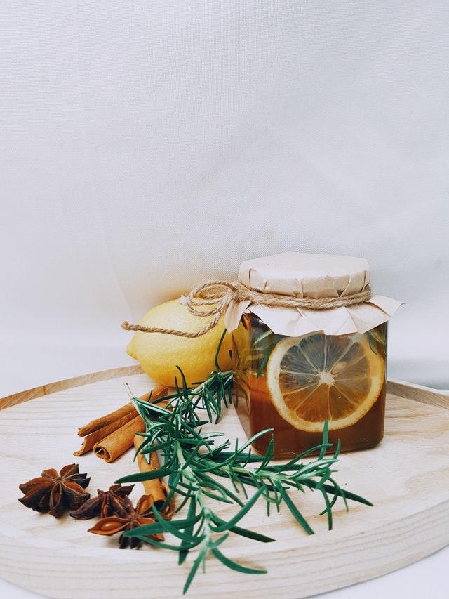 Los mejores baños para atraer el amor miel y laurel